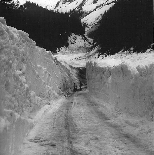 Le pont sous l'avalanche de 1974