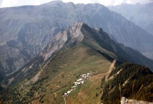 Le village vu de la croix du Carrelet en 1965