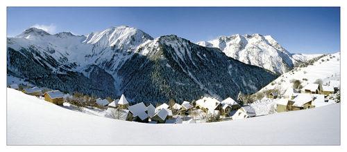 Vue panoramique du village en hiver